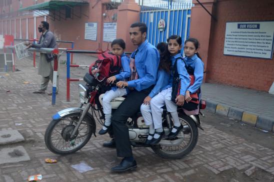 पाकिस्तान में 6 महीने बाद खुले शैक्षणिक संस्थान