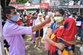 परीक्षा ने मिटाया कोरोना संक्रमण का डर, कॉलेज में उमड़ी हजारों छात्राएं
