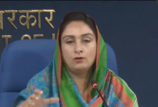 पूर्व मुख्यमंत्री प्रकाश सिंह बादल बोले : हरसिमरत कौर के इस्तीफे पर गर्व है