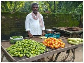 बालिका वधू के निर्देशक पेट पालने के लिए बेच रहे सब्जियां