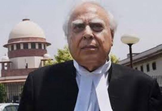 मराठा आरक्षण बचाने सुप्रीम कोर्ट में वकीलों का फौज उतारेगी सरकार, सिब्बल- सिंघवी करेंगे पैरवी
