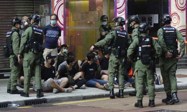 Hong Kong: चुनाव स्थगित करने के सरकार के फैसले का हांगकांग में विरोध, 290 लोगों को पुलिस ने गिरफ्तार किया