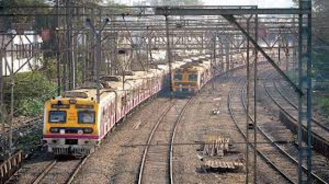 लोकल ट्रेनों में सभी को यात्रा की अनुमति न मिली तो तोड़ेंगे कानून - MNS की चेतावनी