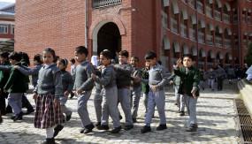 जम्मू-कश्मीर: स्कूल खुले लेकिन सुरक्षा की जिम्मेदारी माता-पिता की