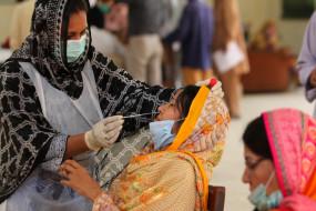 कराची में एक बार फिर कोविड-19 मामलों में आई तेजी