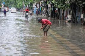 भारी बारिश के बाद भूस्खलनों से बंगाल-सिक्किम राजमार्ग बंद