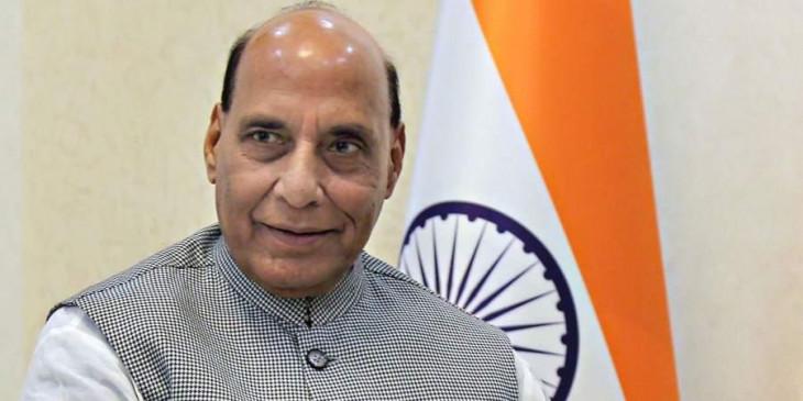 मारपीट मामला: रिटायर्ड नैवी ऑफिसर से मिले रक्षा मंत्री, कहा- गुंडों ने किया हमला, ऐसी घटना स्वीकार नहीं किया जाएगा