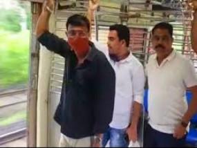 लोकल ट्रेन में यात्रा करने वाले मनसे कार्यकर्ता गिरफ्तार