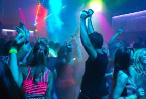 अजब-गजब: इस देश में है दुनिया का अनोखा नाइट क्लब, जहां संस्कृत गानों पर डांस करते हैं लोग