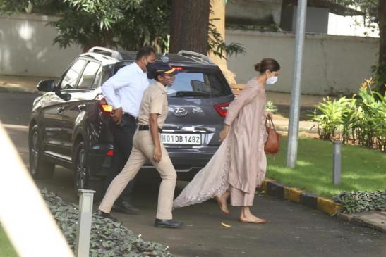 एनसीबी ने सुशांत से जुड़े ड्रग मामले में दीपिका, सारा, श्रद्धा से की पूछताछ (लीड-3)