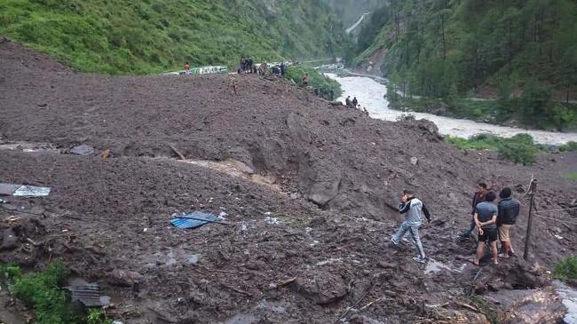 नेपाल : भूस्खलन में 9 की मौत, 22 लापता