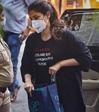 जमानत याचिका के लिए जल्दबाजी नहीं : रिया के वकील
