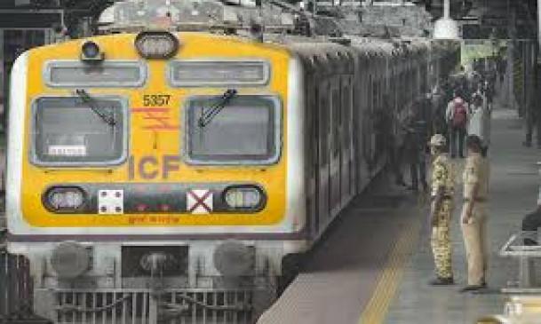 अब वकीलों को मिली लोकल ट्रेन में यात्रा की अनुमति