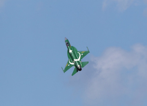 नियमित प्रशिक्षण के दौरान पाक एयरफोर्स का विमान दुर्घटनाग्रस्त, पायलट सुरक्षित