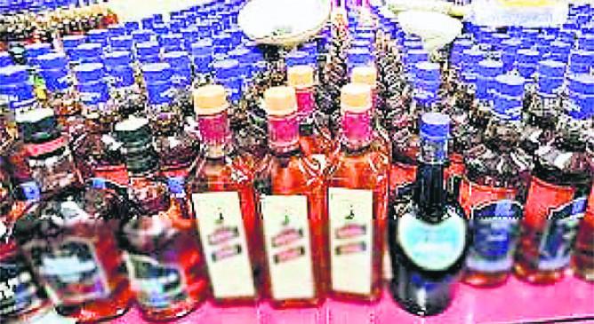 नागपुर म्हाडा क्वार्टर परिसर में अवैध शराब की बिक्री रोकने रास्ते पर उतरे लोग