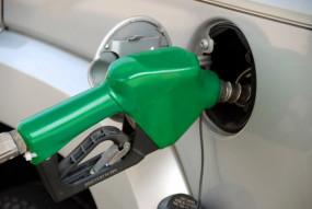 Fuel Price: पेट्रोल-डीजल की कीमत में आज हुई कटौती, जानें कितने घटे दाम
