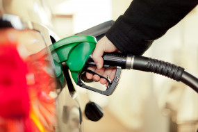 Fuel Price: पेट्रोल-डीजल की कीमत में लगातार तीसरे दिन राहत, जानें दाम