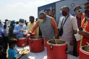 पाकिस्तान से आए हिंदुओं की बस्ती में पीएम मोदी का मना जन्मदिन