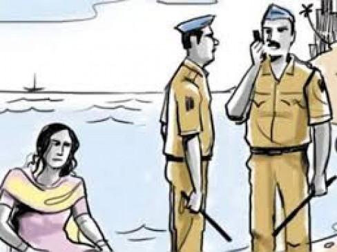 आत्महत्या करने जा रही महिला को पुलिसकर्मियों ने बचाया
