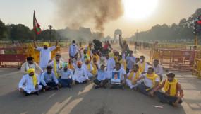 पंजाब युवा कांग्रेसियों ने इंडिया गेट के पास ट्रैक्टर में लगाई आग, 5 हिरासत में (लीड-1)