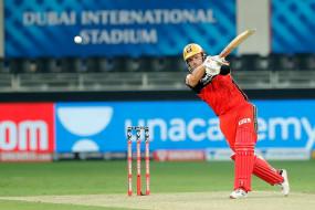 RCB vs MI Live: RCB का पहला विकेट गिरा, फिंच 52 रन बनाकर पवेलियन लौटे