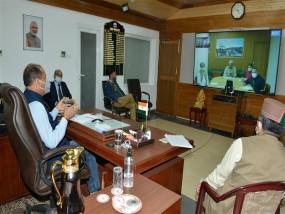 वरिष्ठ चिकित्सक प्रतिदिन कोविड मरीजों की स्वास्थ्य जांच सुनिश्चित करेंः मुख्यमंत्री