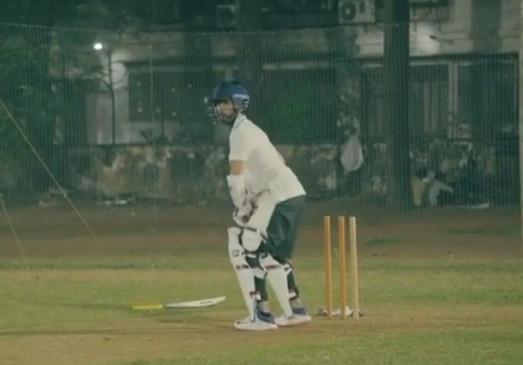 पुराने वीडियो में क्रिकेट का अभ्यास करते दिखे शाहिद कपूर