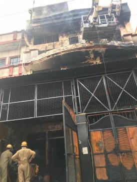 दिल्ली के नरेला में जूता फैक्ट्री में भीषण आग, कोई हताहत नहीं