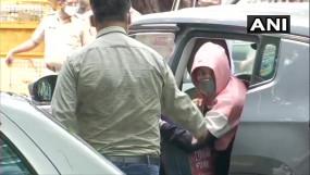 SSR DEATH CASE: रिया पौने 6 घंटे बाद बांद्रा पुलिस स्टेशन से निकलीं, आज रिया-शोविक को आमने-सामने बिठाकर सवाल करेगी NCB