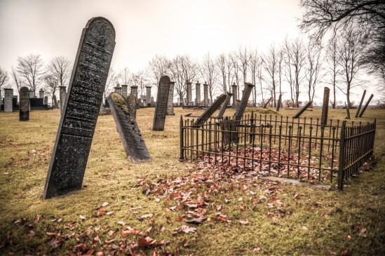 शोपियां मुठभेड़ में मारे गए 3 लोगों के शव कब्र से निकालकर परिजनों को सौंपे जाएंगे