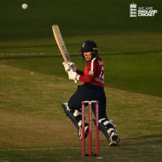 महिला क्रिकेट : इंग्लैंड ने पहले टी-20 में विंडीज को हराया