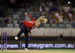 महिला क्रिकेट : हरफनमौला खेल के दम पर इंग्लैंड ने 2-0 की लीड ली
