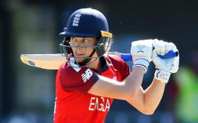 महिला क्रिकेट : एमी जोंस के अर्धशतक से जीती इंग्लैंड
