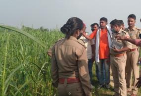 UP: खेत में मिला 14 साल की दलित किशोरी का शव, पत्थर और ईट से सिर कुचलकर हत्या