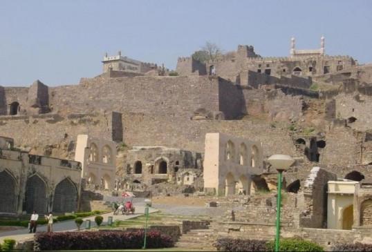 अजब-गजब: रहस्यों से भरा है 400 साल पुराना गोलकोंडा किला, जानें इससे जुड़ी कुछ खास बातें
