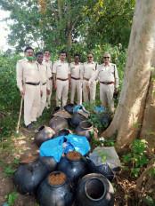 नहर और जंगल में छिपाकर रखा गया 72 हजार रूपये का महुआ लहान जब्त