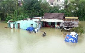 वियतनाम में बाढ़ और भूस्खलन से 90 लोग मरे, 34 लापता