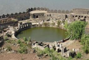 अजब-गजब: भारत का एक ऐसा रहस्यमयी किला, जहां 350 साल से रहस्य बना हुआ है झील का पानी