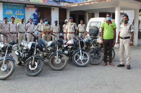 वाहन चेकिंग में चोरी की बाइक के साथ पकड़ा गया बदमाश, 4.10 लाख की 6 गाडिय़ां जब्त