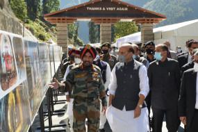 प्रधानमंत्री के दौरे से पहले, राजनाथ सिंह ने अटल सुरंग का निरीक्षण किया