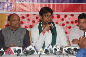 बिहार : महागठबंधन की प्रेस कांफ्रेंस में हंगामा, वीआईपी बोले-खंजर घोंपा गया!
