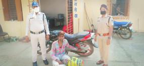 अवैध शराब की खेप के साथ बाइक सवार गिरफ्तार