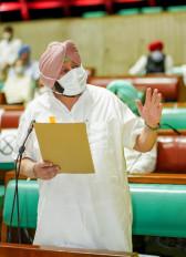 केन्द्र के कृषि कानूनों को खारिज करने के लिए पंजाब विधानसभा में बिल पेश