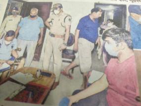 चोरों ने कट्टा दिखाया, गृहस्वामी ने की फायरिंग, सीना चीरते निकली गोली -मौत