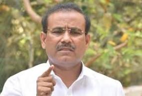 आरोग्य योजना के सीईओ डॉ शिंदे का तबादला रुका, टोपे ने काम को सराहा