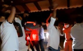 जावडेकर से मिलने के लिए कांग्रेसी कार्यकर्ताओं ने गोवा के होटल में मध्यरात्रि में प्रदर्शन किया