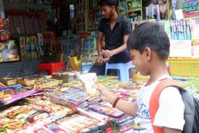 कोरोना-19 : पटाखों व्यापारियों में मायूसी का आलम, न मांग न बिक्री की उम्मीद