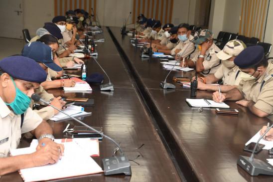 अपराधियों में होना चाहिए पुलिस का खौफ -बैठक में एसपी ने दिए निर्देश