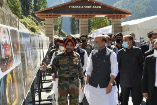 रोहतांग: अटल टनल का रक्षा मंत्री राजनाथ सिंह ने किया निरीक्षण, आज पीएम मोदी करेंगे उद्घाटन