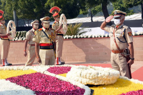 स्मृति दिवस पर दिल्ली पुलिस ने शहीद कर्मियों को दी श्रद्धांजलि